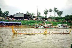 ประเพณีไทย งานประเพณีแห่พระแข่งเรือ