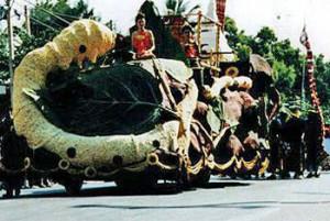 ประเพณีไทย งานเทศกาลไหม และประเพณีผูกเสี่ยว