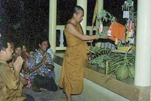 ประเพณีไทย ประเพณีทอดผ้าป่าน้ำเพ็ง