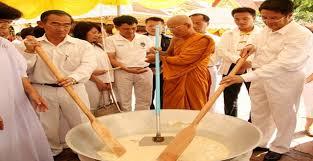 ประเพณีไทย ประเพณีกวนข้าวทิพย์