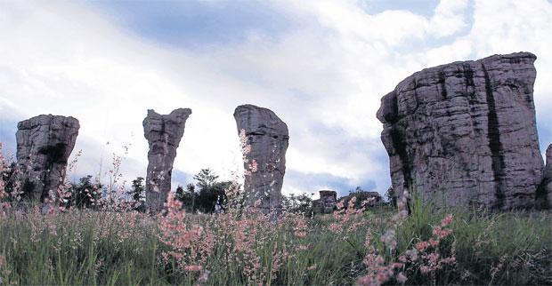 สโตนเฮนจ์เมืองไทย มอหินขาว