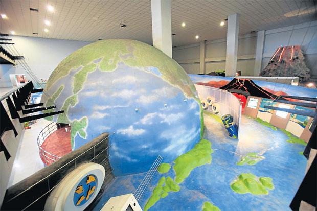 ท้องฟ้าจำลองที่ทันสมัยที่สุดในเออีซี ศูนย์วิทยาศาสตร์และการศึกษา รังสิต