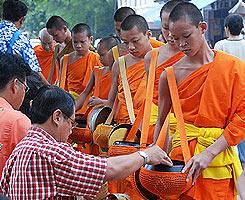 วันสำคัญของไทย ขึ้น 15 ค่ำเดือน 11 วันออกพรรษา